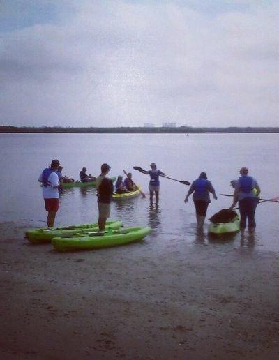 Stetson U, Kayak guide teaching kayak techniques